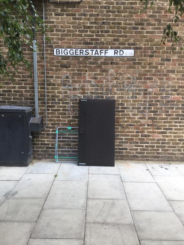 Bed board and drying frame -124 Biggerstaff Road, London, E15 2LX