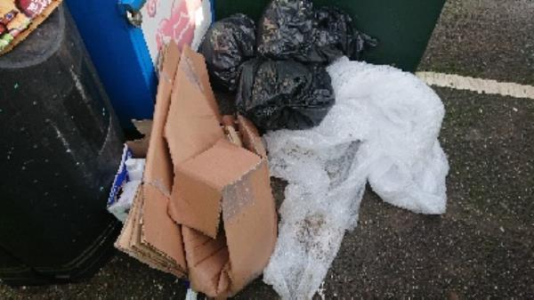 House old waste removedl fly tipping -17 Hawthorne Road, Reading, RG4 6LY