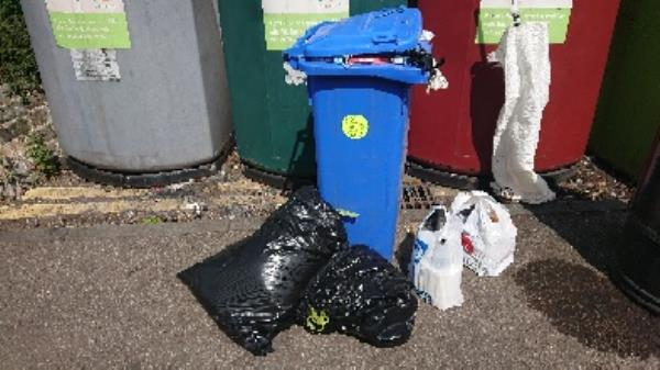 House old waste removed fly tipping on going at this site has been investigated now removed -Vincent House Great Knollys Street, Reading, RG1 7DA