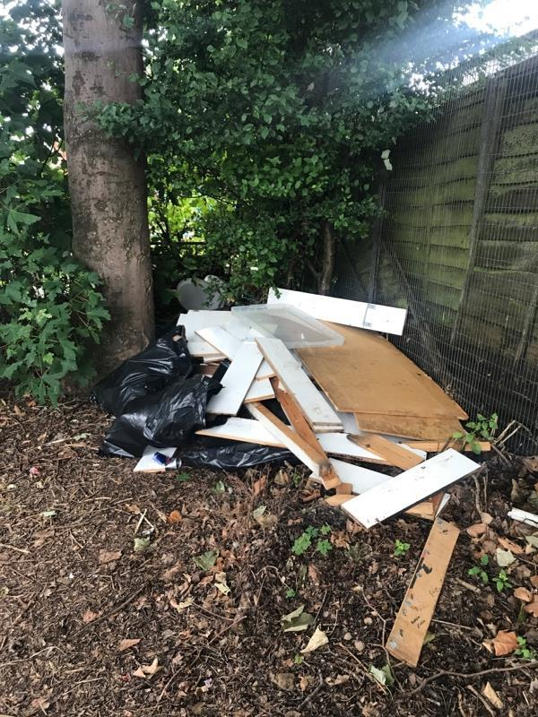 Fly tipping -7 Norfolk Road, Reading, RG30 2EG