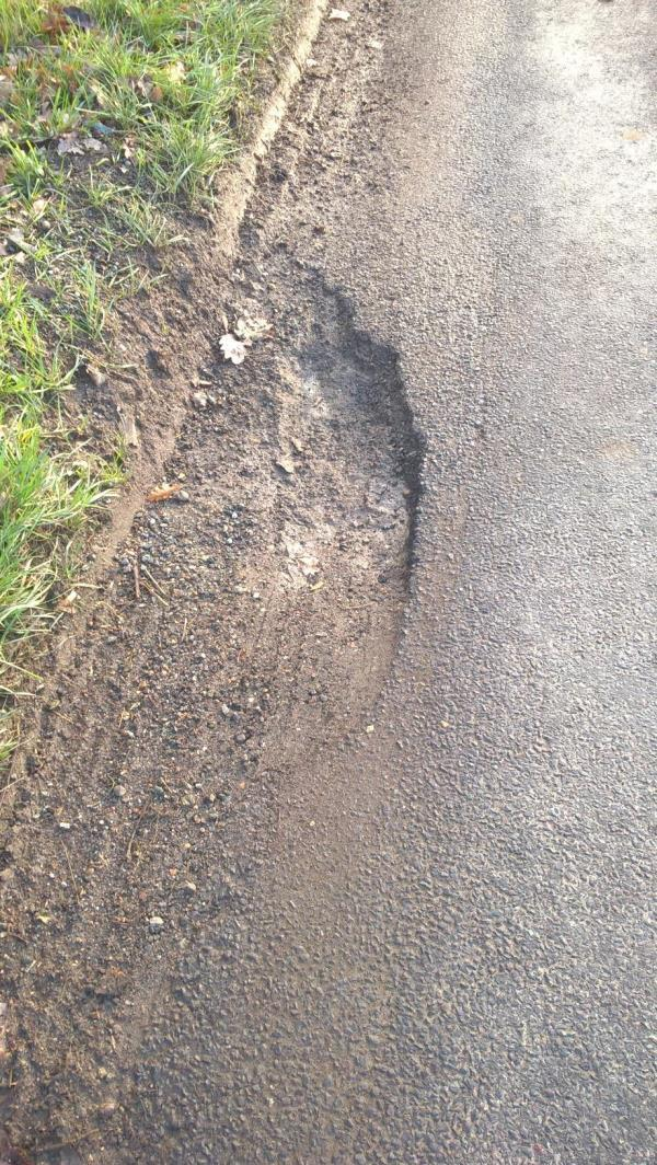 Pothole opposite the entrance t Maplehurst Farm, Maplehurst Road, Maplehurst-4 Abinger Cottages Nuthurst Road, Maplehurst, RH13 6