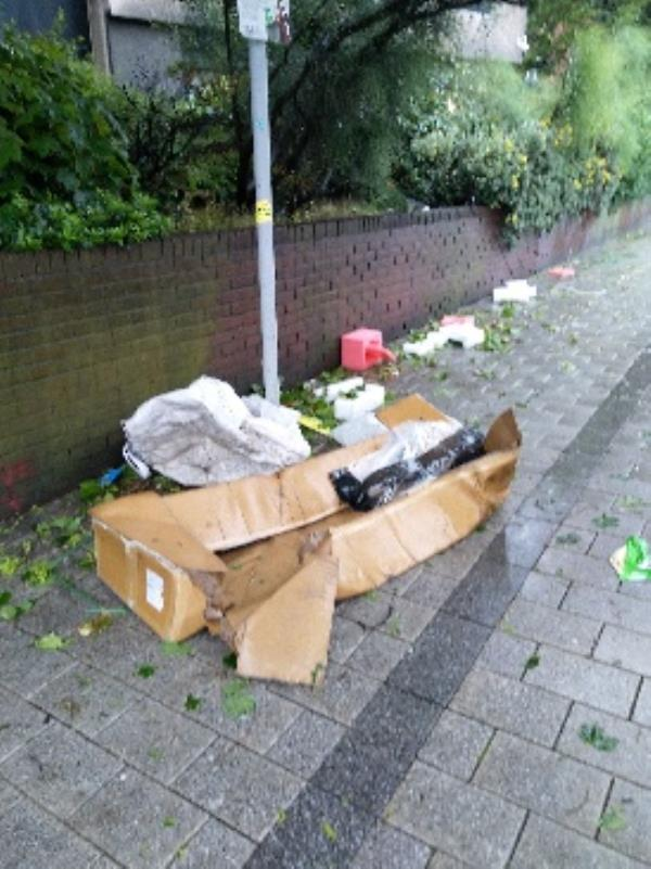 Fly Tipping-2 London Rd, Leicester LE1 6EY, UK