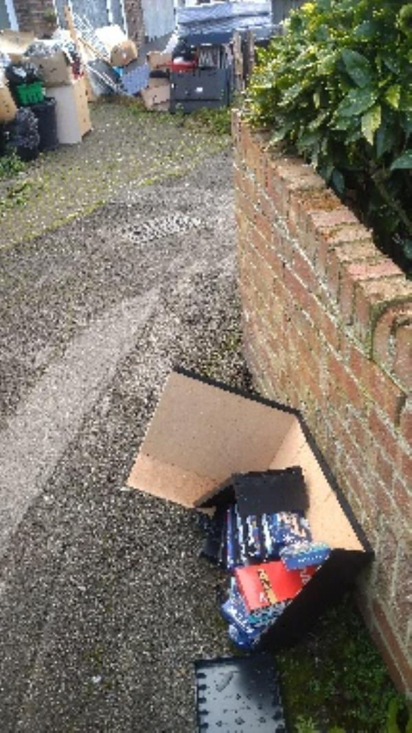 Flytipped videos no evidence taken -19 Heatherdene Close, Reading, RG2 8SB