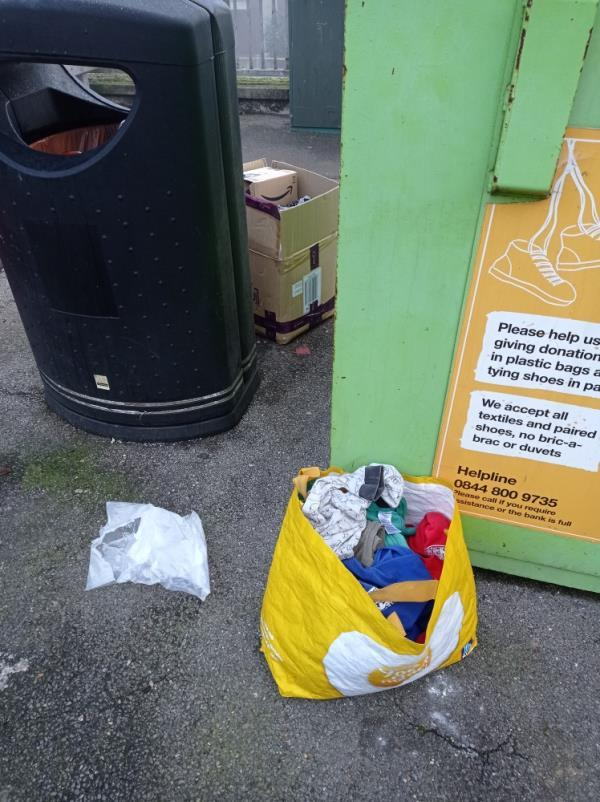 Rubbish around bins-44 Howard Street, Reading, RG1 7XS