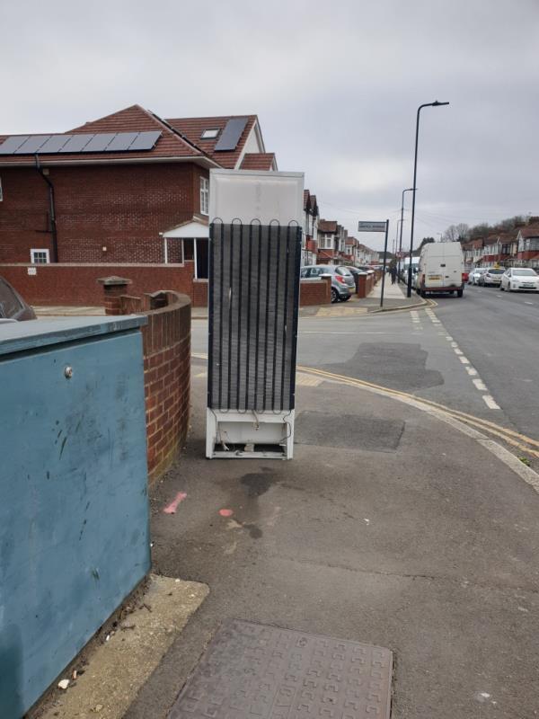 fridge-1a Argyll Avenue, London, UB1 3AS