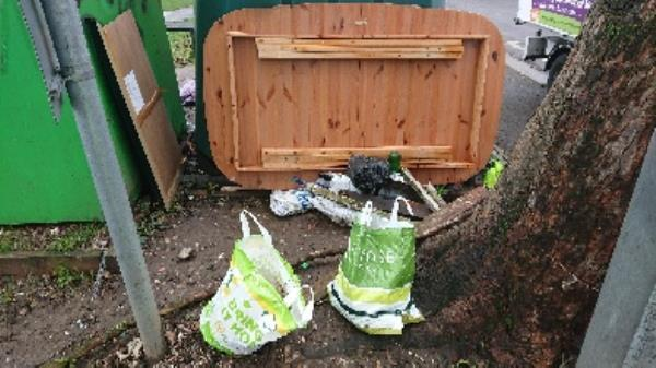 House old waste removedl fly tipping on going at this site -1a Norfolk Road, Reading, RG30 2EG