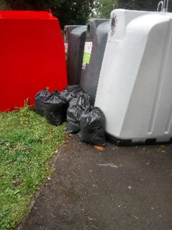 Fly tipping reported and cleared -158 Kentwood Hill, Reading, RG31 6DL