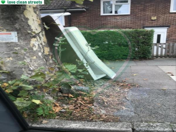 Sofa and mattress-37 King Alfred Avenue, Bellingham, SE6 3HT