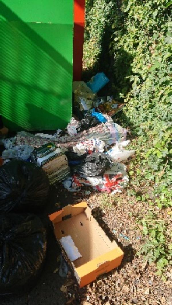 House old waste removed fly tipping on going at this site large amount removed. -2 Wellington Avenue, Reading, RG2 7BJ
