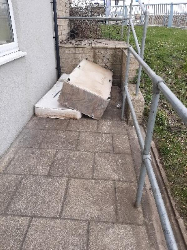 don ball homes first 15 Bridge Street  Newhaven. dumped single bed and mattress next to flats frontdoor-15 Bridge Street, Newhaven, BN9 9PH