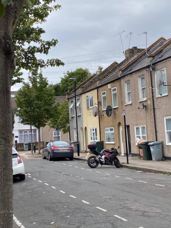 Flashing street light -68 Upper Road, Plaistow, E13 0DP