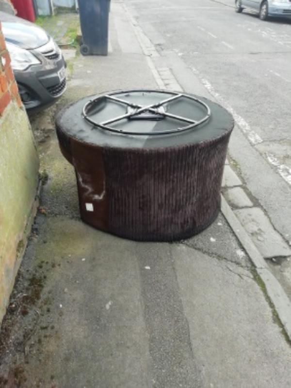 dumping on pavement-4 Cambridge Street, Reading, RG1 7PA