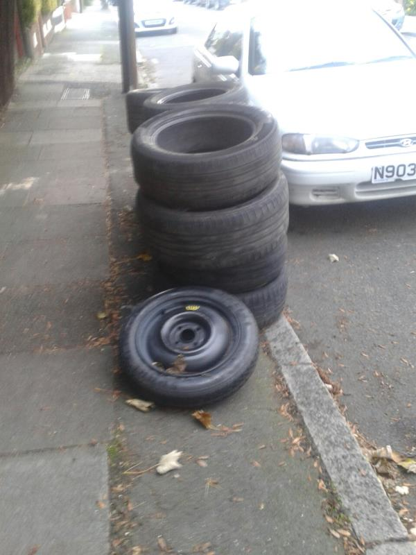 junction of Bamford Roaf- Please clear flytip.pf tures-38 Ansford Road, Bromley, BR1 5QR