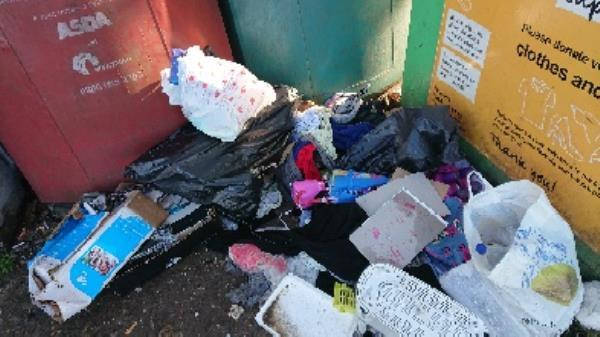 House old waste removedl fly tipping on going at this site -7 Norfolk Road, Reading, RG30 2EG