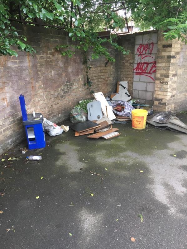 Rubbish-38 Edwin St, London E16 1QA, UK