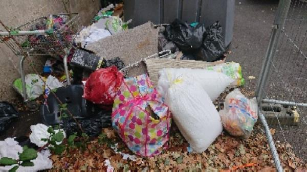 House old waste removedl fly tipping on going at this site large amount removedl -69 Honey End Ln, Reading RG30 4EL, UK