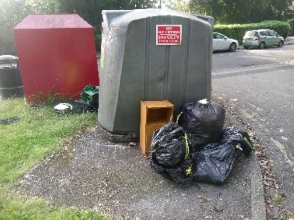 Fly tipping reported and cleared -135 Kentwood Hill, Reading, RG31 6DL