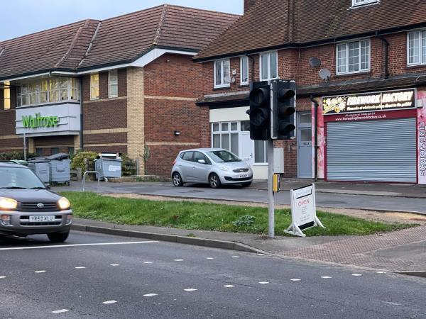 Pedestrian crossing signals failed on road (green lamp) and pedestrian (red lighted pictogram) indicators, North side of Oxford Road. -934 Oxford Road, Reading, RG30 6TJ