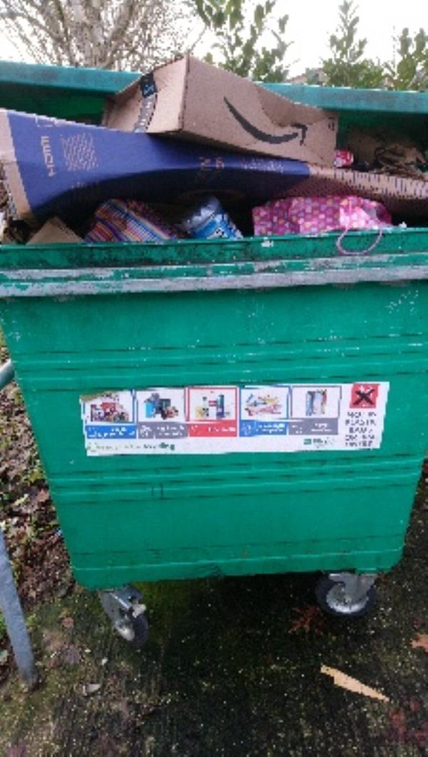 Overflowing recyclable bins at 89-95 Stanhope Rd, residents report not empty for 3 weeks -81 Stanhope Road, Reading, RG2 7HW