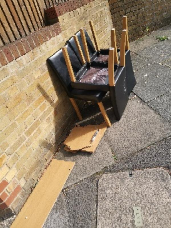Another flytipping!!!!! This is getting too much!!!! People are using this spot as a damping ground!! -15 Somerstown Ct, Tilehurst Rd, Reading RG1 7TY, UK