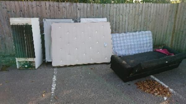 House old waste removedl fly tipping. 2man lifted needed to remove fridge freezer bed and mattress. Sofa  image 1-320 King's Road, Reading, RG1 3LF