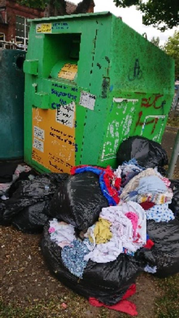 Clothing bank needs to be emptied causeing obstruction -13 Norfolk Road, Reading, RG30 2EG