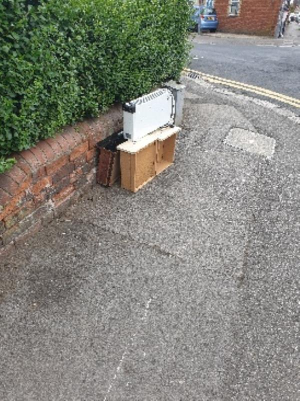 rubbish on pavement-24 Liverpool Rd, Reading RG1 3PG, UK