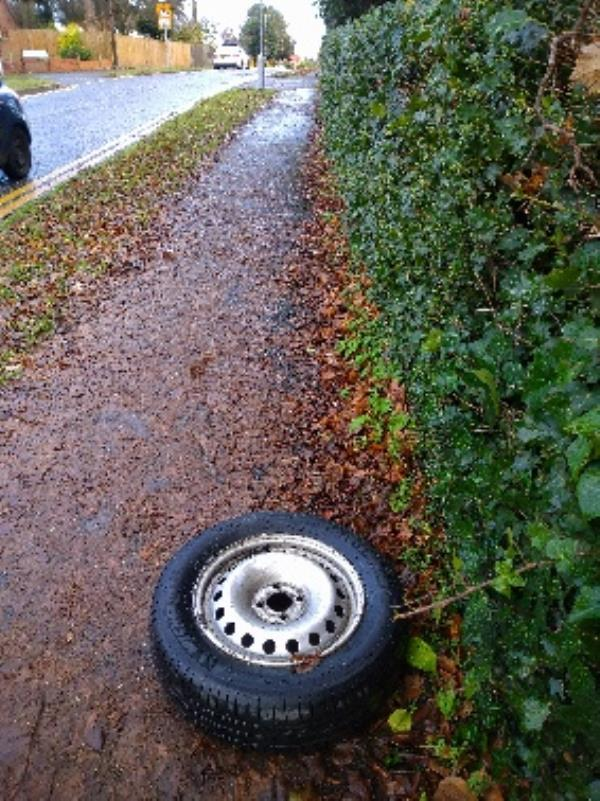 Flytipped wheel  no evidence /taken -16 Avebury Square, Reading, RG1 5JH