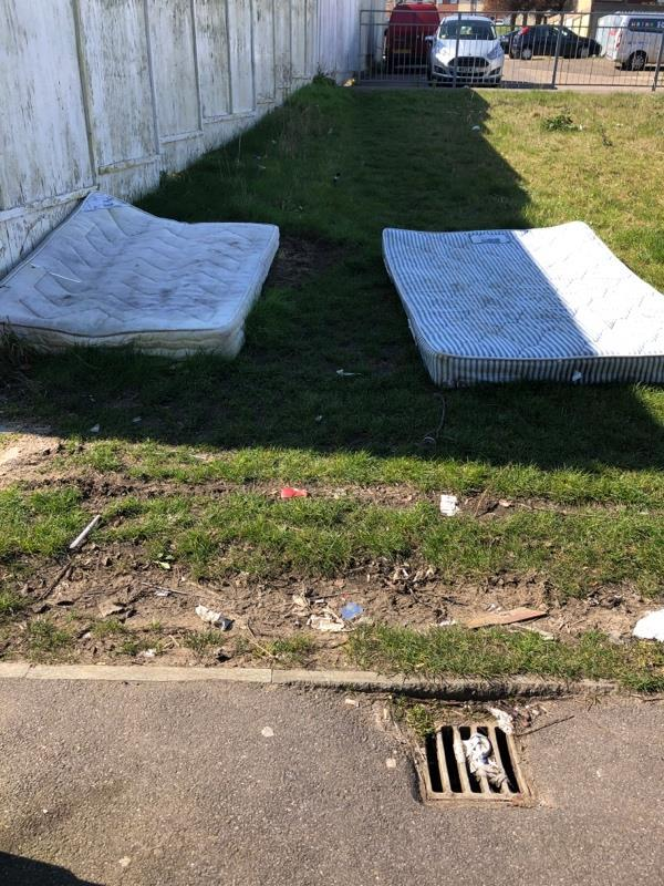 Fly tipping -2 Kinloch Road, Reading, RG30 4GT