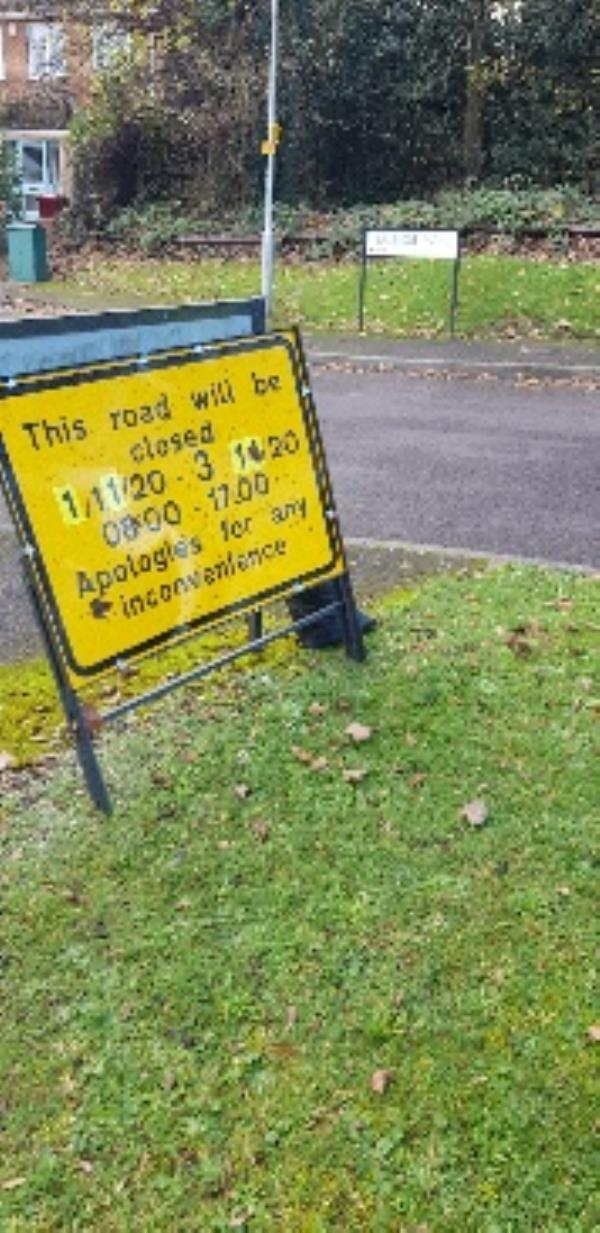 traffic sign left here at Newlands Avenue by Balmore Park (road)-Ash Court Balmore Park, Reading, RG4 8PY