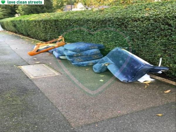 Please clear flytip-15 Comerford Road, Brockley, SE4 2BA