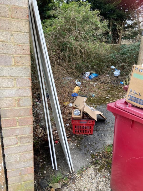 Fly tipping -56 Newcastle Road, Reading, RG2 7TS