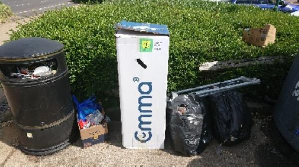 House old waste removedl fly tipping on going at this site -288 Basingstoke Rd, Reading RG2 0HN, UK