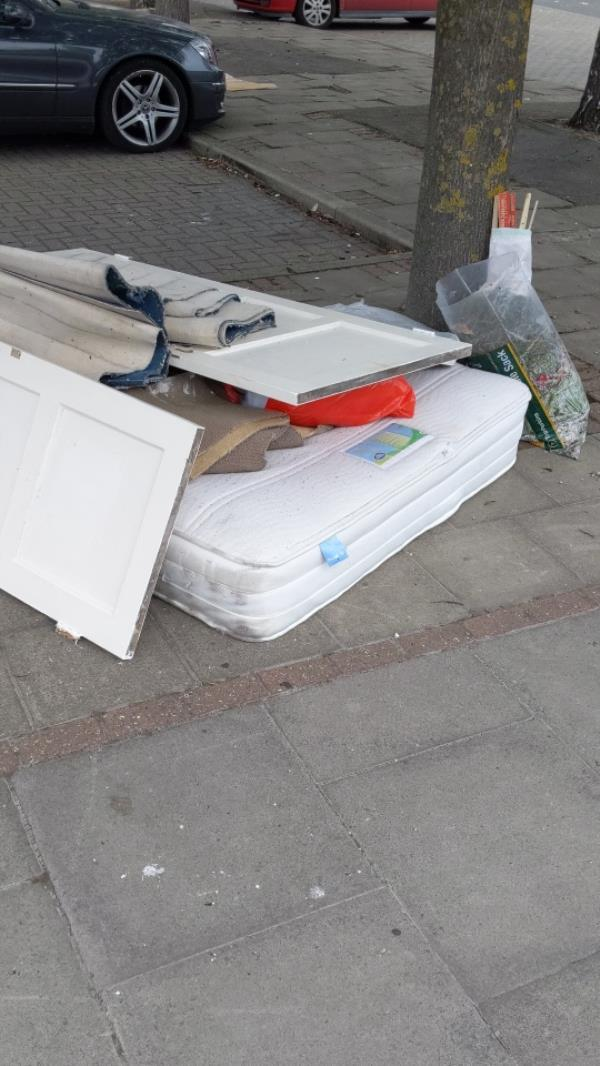 bed mattress and various object's-9 Bowman Avenue, Canning Town, E16 1LA