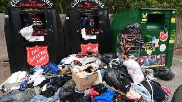 Clothing bank needs to be emptied -289 London Road, Reading, RG1 3NZ