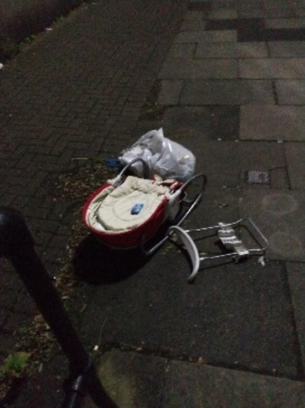 thorn walk litter flytipping needs deep clean-2 Thorn Walk, Reading, RG1 7BD