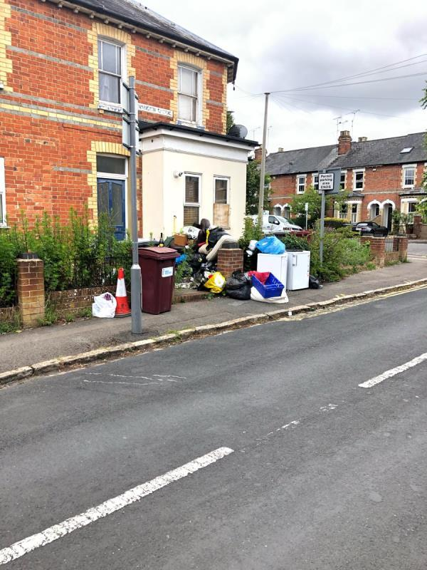Rubbish all over the garden overflowing on to the pavement.-19 Hatherley Road, Reading, RG1 5QA