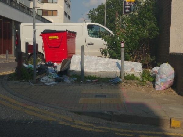 dumped -1a Eaton Place, Reading, RG1 7LP