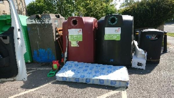 removed fly tipping from coley Park coumutiy centre -140 Wensley Rd, Reading RG1 6DW, UK