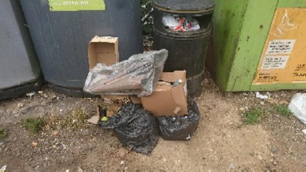 House old waste removedl fly tipping on going at this site -54 Liebenrood Road, Reading, RG30 2ND