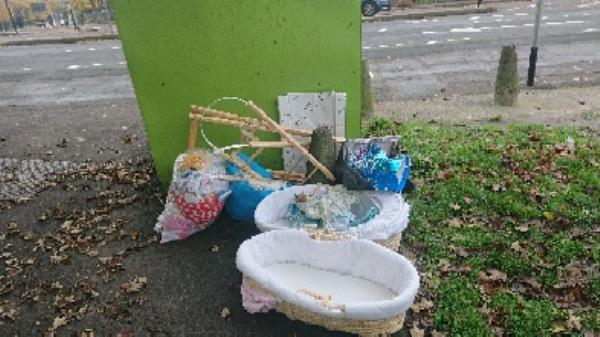 House old waste removedl fly tipping -2 Pennyroyal Ct, Reading RG1 6HE, UK