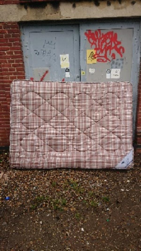 2man lifted needed to remove mattress -1 Huntley Court Erleigh Road, Reading, RG1 5NW