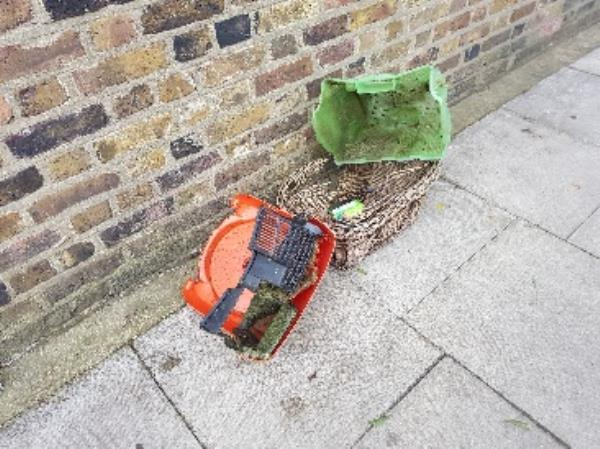 Fly tipping -34b Lavender Grove, London, E8 3LU
