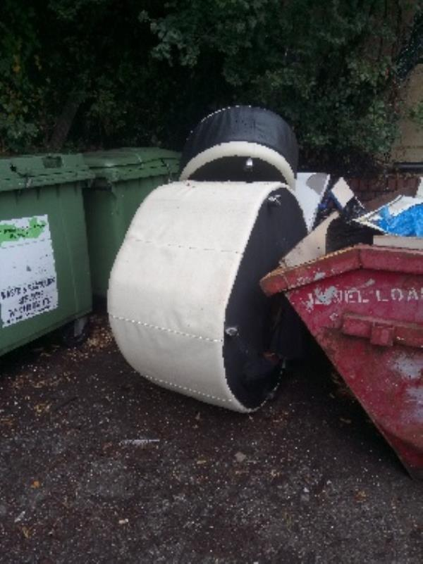 Fly tipping two person lift required -733a Oxford Road, Reading, RG30 1JA