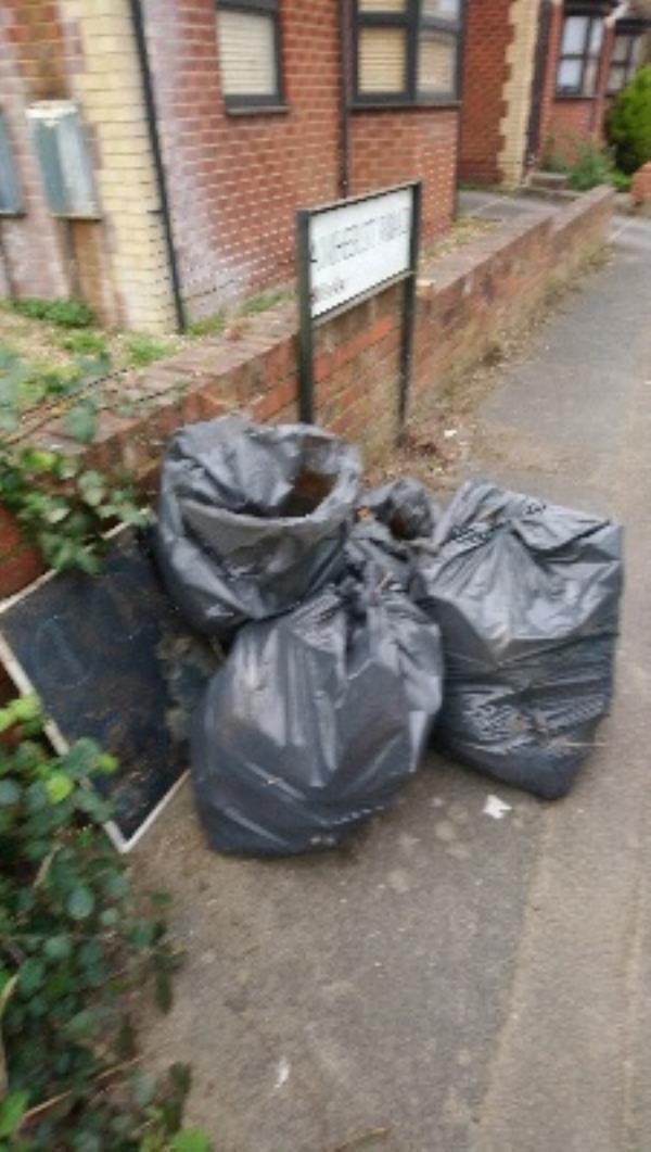Fly tipping cleared -Amhurst Mews Amherst Road, Reading, RG6 1NU