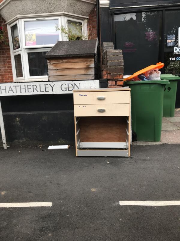 Chest of drawers -116 Hatherley Gardens, East Ham, E6 3HQ