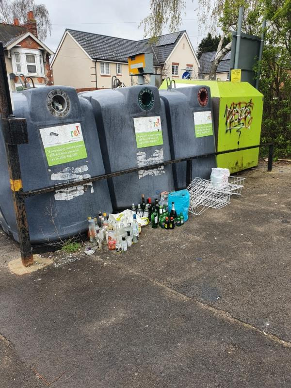 Bole bank overflowing and other waste flyripped-32 Northumberland Avenue, Reading, RG2 7PW