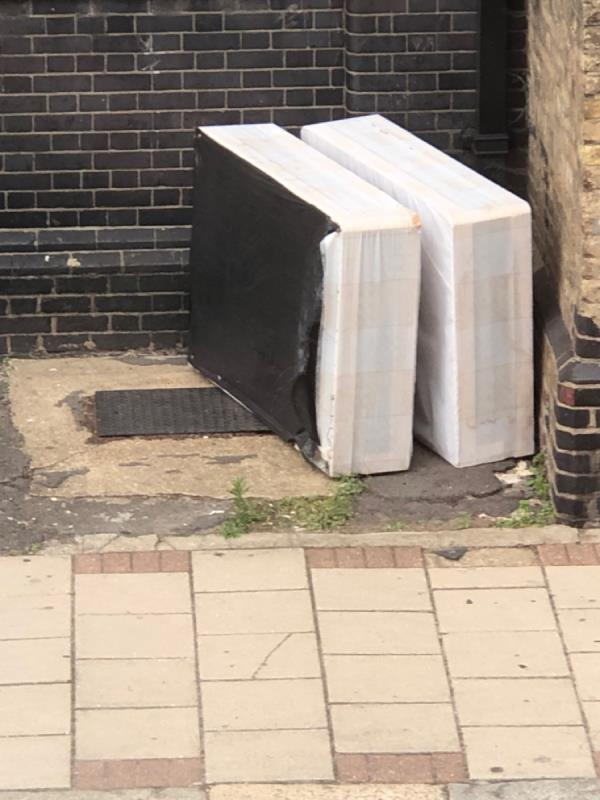 YOU SENT ME A REPORT THAT THIS HAS BEEN COMPLETED ?? What part of completed is this ????? Please reply as to how this app actually works ????   Bed STILL needs collecting !! -20 Stock Street, Plaistow, E13 0BY