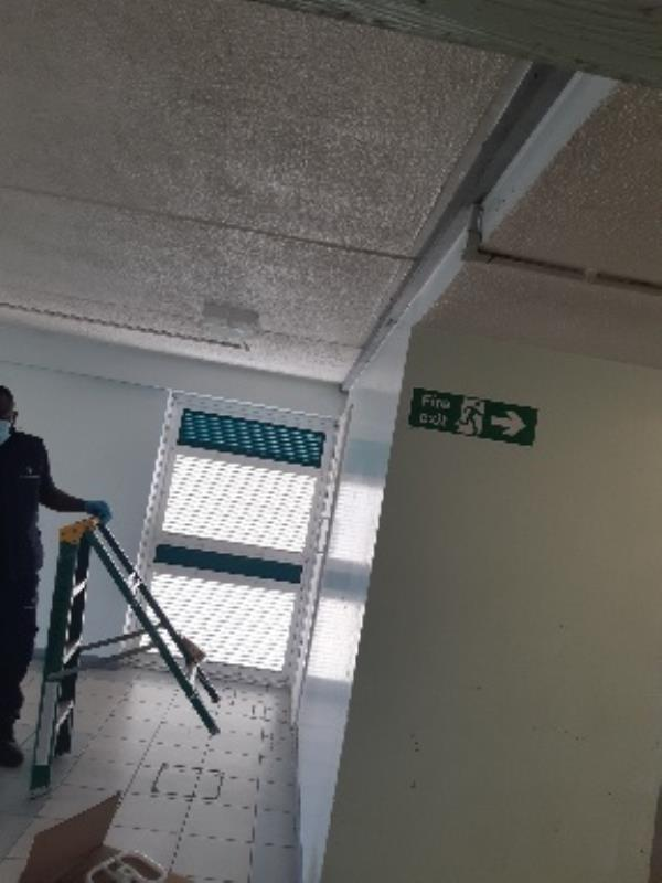Croydon Gloucester Road, Tottenham, N17 6LL  backside croydon 2 th floor near lift area 2d light no work.. we are changed still no work!! need fix contact me: 07554149277-Croydon Gloucester Road, Tottenham, N17 6LL