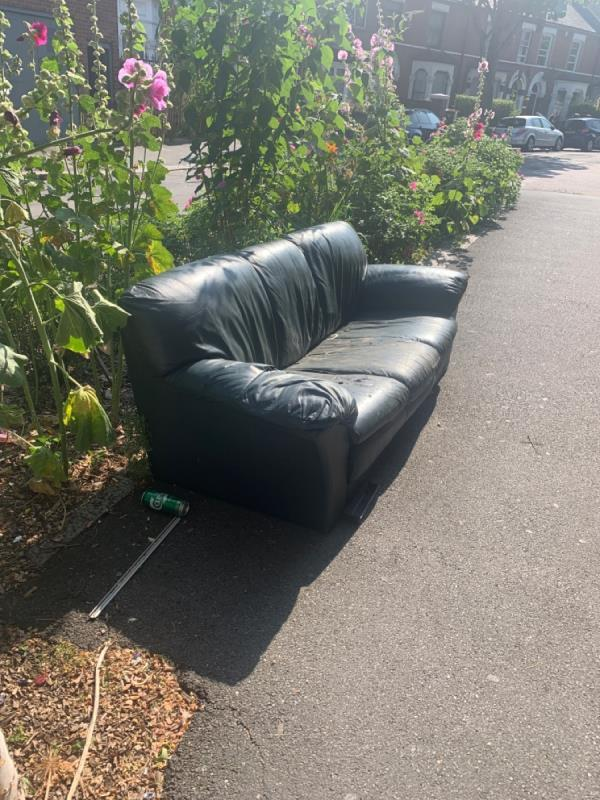 Couch. Clarence rd opposite garages. -46 Albany Road, Manor Park, E12 5BE